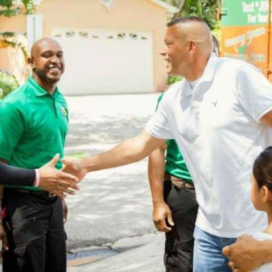 CHHJ-junk-hauling-franchise-handshake
