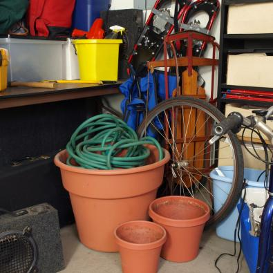 messy-garage-clutter